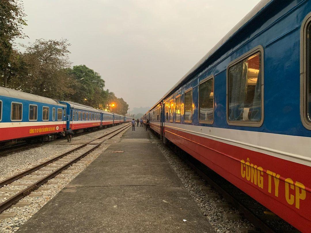Tàu sắt Thống Nhất Hà Nội- Lào Cai