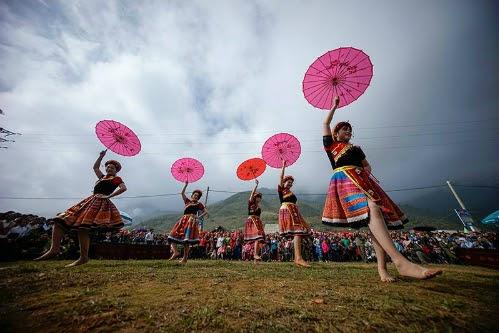 Múa trong hội Gầu Tào tại bản Cát Cát