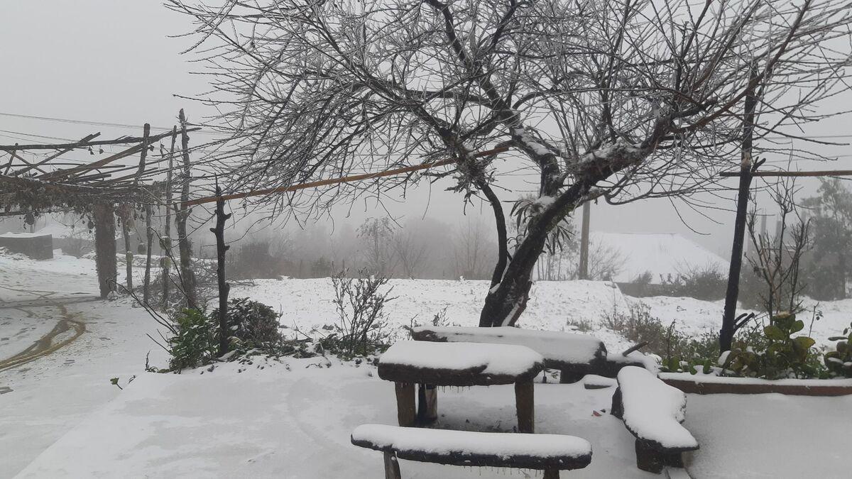 Mùa đông Y Tý thường có tuyết rơi nhiều vì địa hình núi cao
