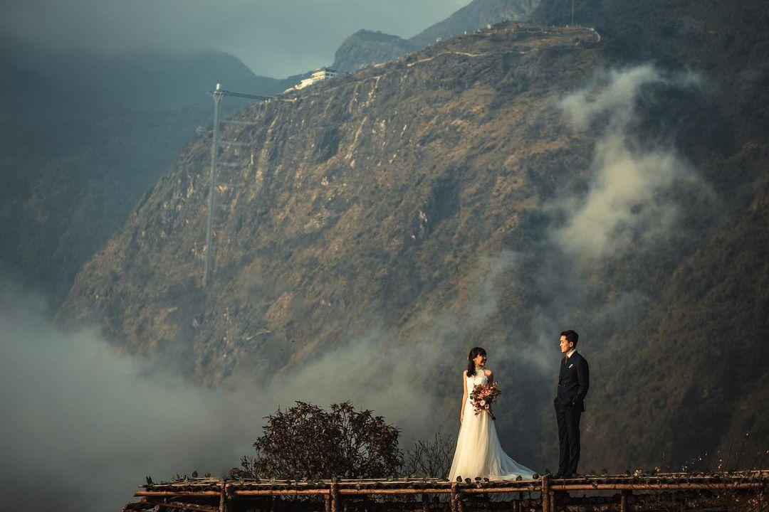 Góc chụp này sẽ thấy phía xa là Cầu kính Rồng Mây Lai Châu