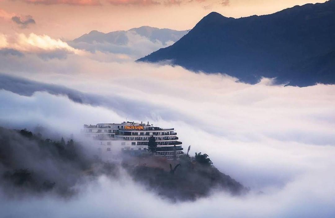 Mây mù bao quanh khách sạn