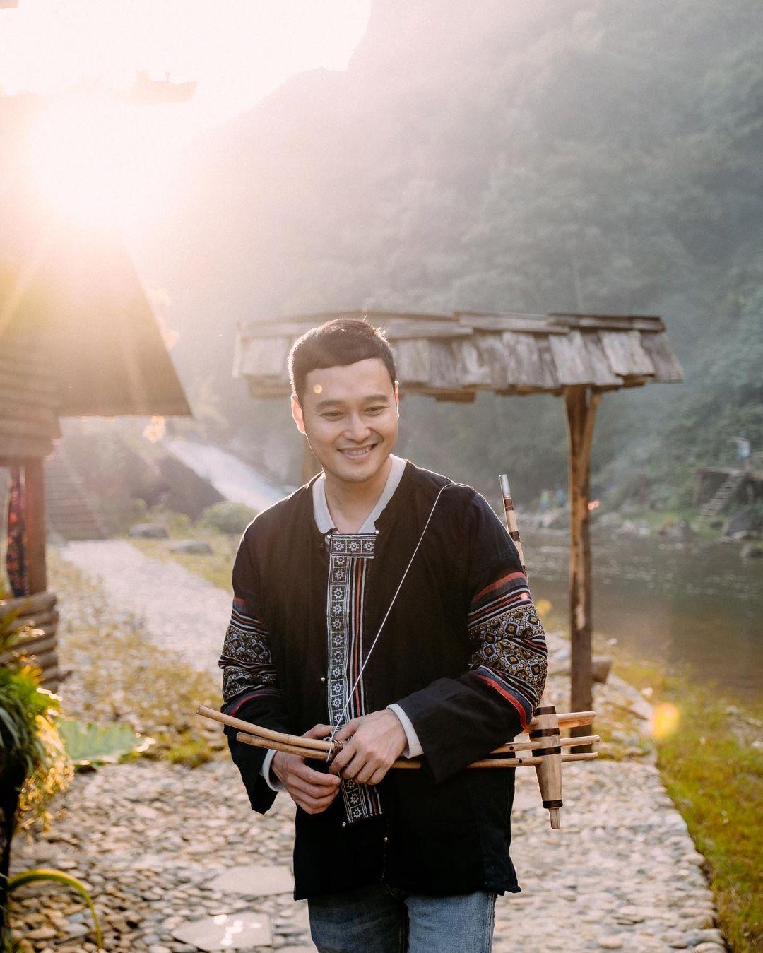 Quang Vinh cũng hóa thân xuất sắc trong vai trò mới travel blogger của mình khi du lịch Sapa